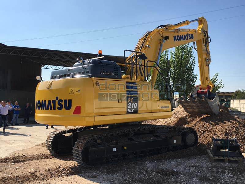 escavatore komatsu pc210 nlc-11